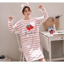 條紋草莓法蘭絨裙裝睡衣(粉條)