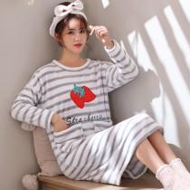 條紋草莓法蘭絨裙裝睡衣